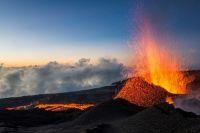 Première éruption du Piton de la Fournaise à la Réunion