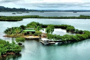 A vendre  île de rêve aux Caraïbes pour 350 000 euros
