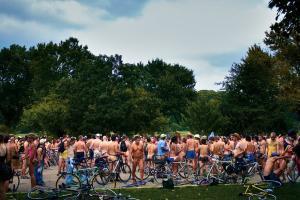 Il faut voyager à Philadelphie pour faire une course à vélo et à poil