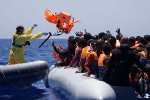 Rettung aus dem Mittelmeer - 439 Menschen wurden aus Seenot gerettet