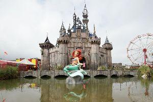 Dismaland : quand Banksy parodie Disneyland