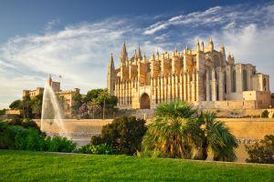 Palmas berühmte Kathedrale La Seu läuft mit 100 Ökostrom!