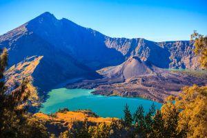 in indonesia erutta il vulcano a Lombok e vengono annullati voli su bali