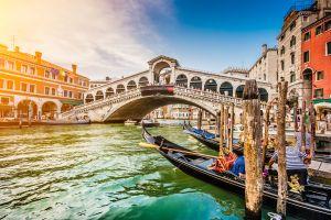 Ecco quali sono i mesi più convenienti per prenotare una vacanza a natale