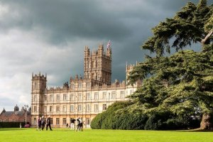 Highclare Castle é la famosa residenza dove é stata ambientata la serie Downtown Abbey