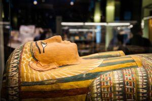 Des archéologues espagnols découvrent une momie quasi intacte à Louxor