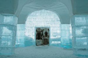 Il primo Icehotel aperto tutto l'anno si trova in Svezia