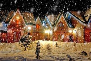 Noël sous la neige à la montagne