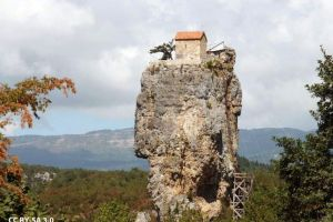 Die unglaubliche Kirche auf dem Katshki-Felsen