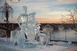 In 24 Bildern zu den coolsten Eisfestivals der Welt