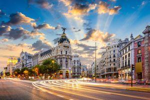 A Madrid i nuovi autobus con il giardino sul tetto per l'inquinamento