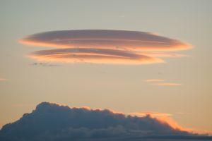 Un nuage s'empare du ciel suédois