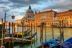 Venise, la ville la plus romantique d'Italie est si près avec un billet d'avion pas cher depuis Paris