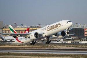 La plus petite et la plus grande compagnie aérienne du monde sont Solomon et Emirates Airlines