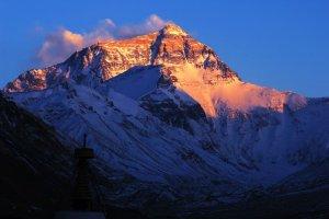 Un Népalais repart à l'assaut du mont Everest à 85 ans