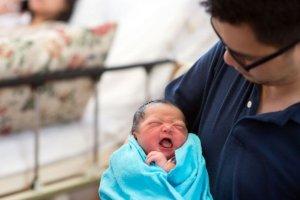 donna partorisce in volo nasce una bambina sull'aereo di linea turkish airlines è una femminuccia