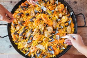Why the Spanish eat so late in Spain