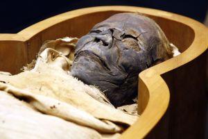 scoperta una necropoli umana in egitto
