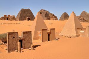 sudan piramidi nubiane sulle rive del fiume