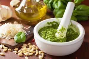 Fly with pesto