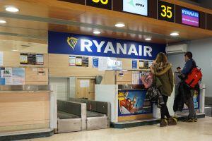 ryanair se enfrente a duras criticas por su política de asientos amañados investigacion bbc