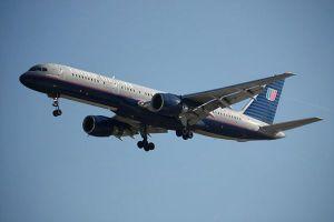 Un pasajero encuentra su silla de ruedas destruida después de un vuelo con United Airlines