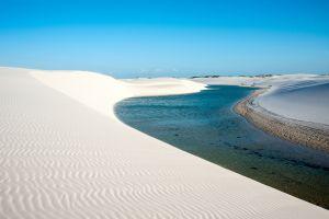 lagons dans le désert du Brésil une fois par an