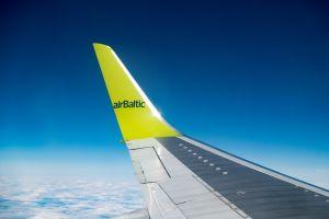 Le CS300 d'airBaltic se pose à St Pétersbourg