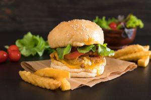 Ein 13cm hoher Burger löst auf Philippinen Massenhysterie aus