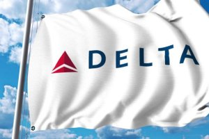 Delta hit with $10k lawsuit as aubergine sauce 'breaks' passenger's teeth