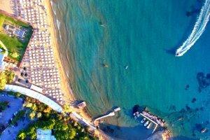 Les plages grecques fermées par les autorités à cause de la marée noire