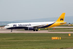 monarch airlines fallisce e lascia a terra migliaia di passeggeri