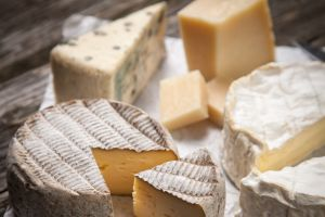 China lifts ban on pungent French cheeses