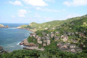 la natura inghiotte l'isola di Goqui in Cina