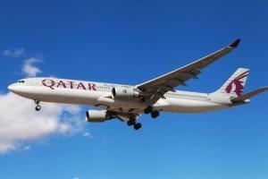 vol qatar airways attérit d'urgence crise infidelité