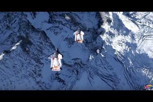Les Soul Flyers sautent d'une montagne