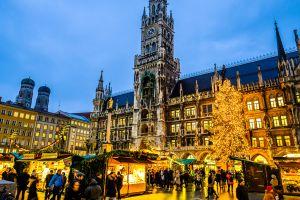 Un gigantesque marché de Noël a envahi l'aéroport de Munich