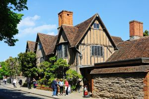 China plans to build replica of Shakespeare's birthplace