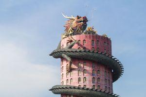 Thaïlande  l'incroyable temple Wat Samphran et son dragon