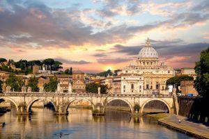 Le déplorable sapin de Noël de Rome devient la risée du web