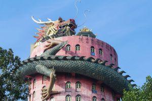 templo con dragon en tailandia