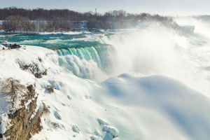 Warum frieren die Niagarafälle im Winter nicht ein?
