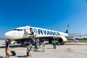 Ryanair untersagt Trolleys in der Kabine