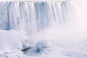 Bilder Es ist so kalt, dass die Niagarafälle von Eis bedeckt sind