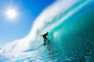 Enak Gavaggio skie sur les vagues d'Hossegor