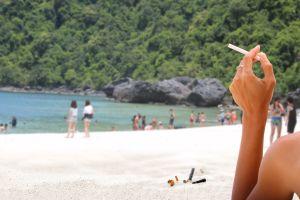 Ein Rauchverbot tritt in Kraft in Thailand
