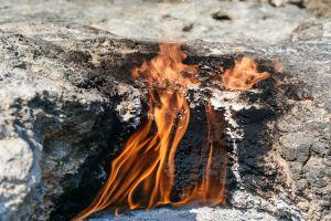 Chestnut Ridge Park Das Geheimnis der ewigen Flamme unter einem Wasserfall versteckt