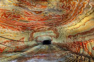 Une mine de sel abandonnée au décor psychédélique en Russie