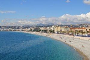 Un cratère sur plage du Lido Nice