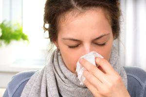 Können Urlauber fliegen auch wenn sie eine Erkältung haben?